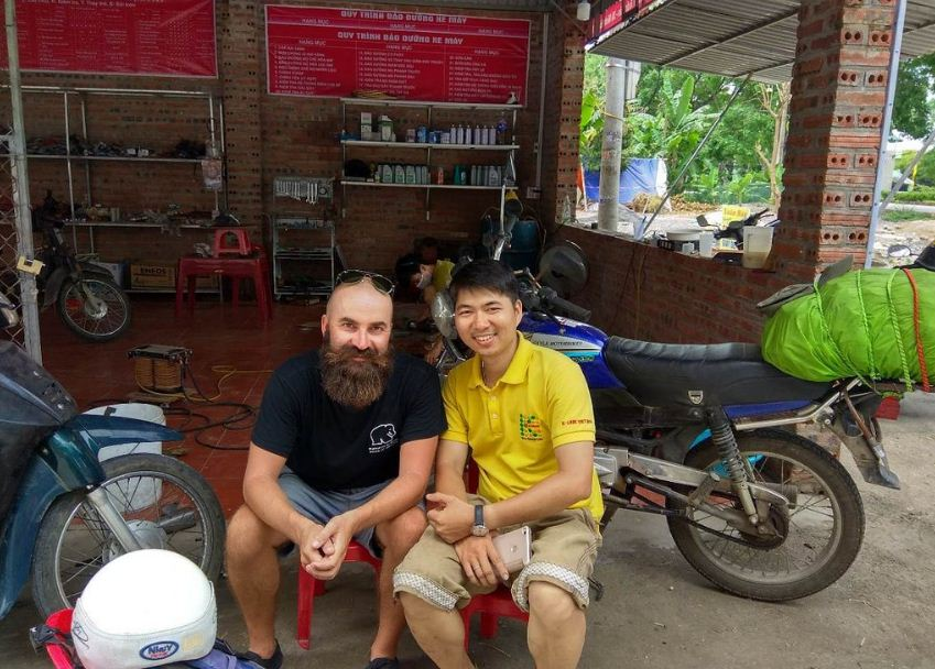 Motorcycle repair shop near Tam Coc